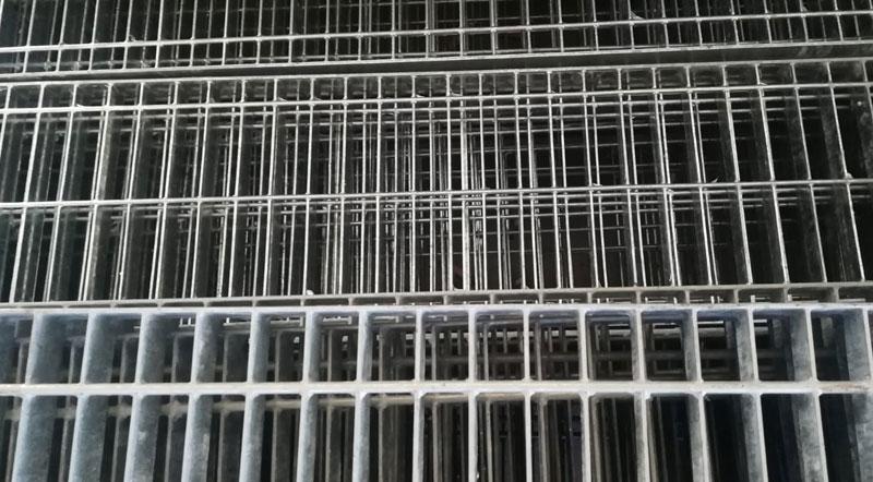 Pannelli di grigliato zincato o grezzo carrabile