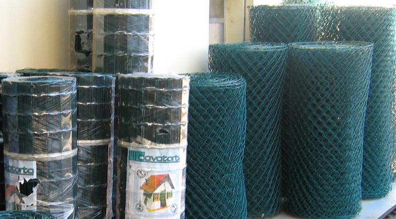 Reti e paletti per recinzioni